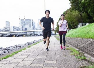couple running and have good running form